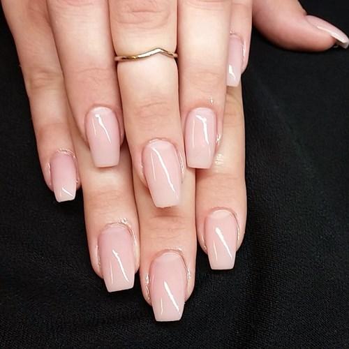 förstärkning av egna naglar