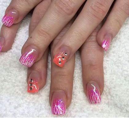 göra naglar i tranås